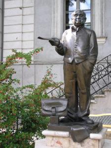 Памятник Михаилу Жванецкому