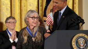 Вручение Почетной медали президентом Бараком Обамой.