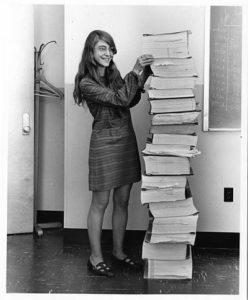 Маргарет Гамильтон с распечаткой кода