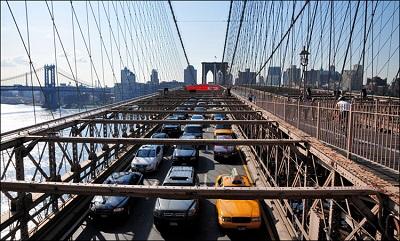 Автомобильное движение на Бруклинском мосту
