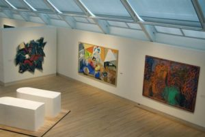 В одном из залов современной живописи