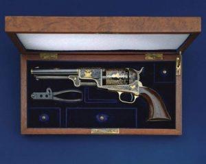 Револьвер - пистолет Кольт