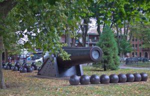 Форт Гамильтон Пушка и ядра