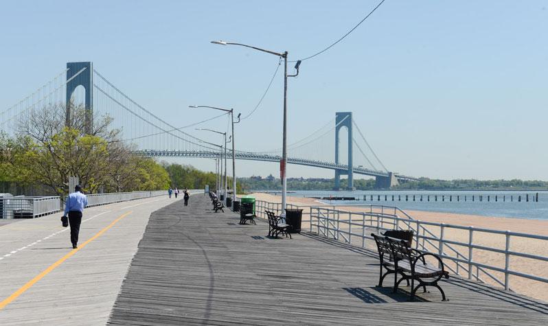 Вид на мост Verrazano-Narrows с Бордвока Стейтен-Айленда