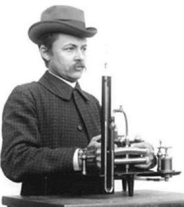 Сципионе Рива-Роччи с сфигмоманометром