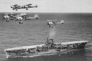 Самолеты Суордфиш над авианосцем Арк Ройял в 1939 году